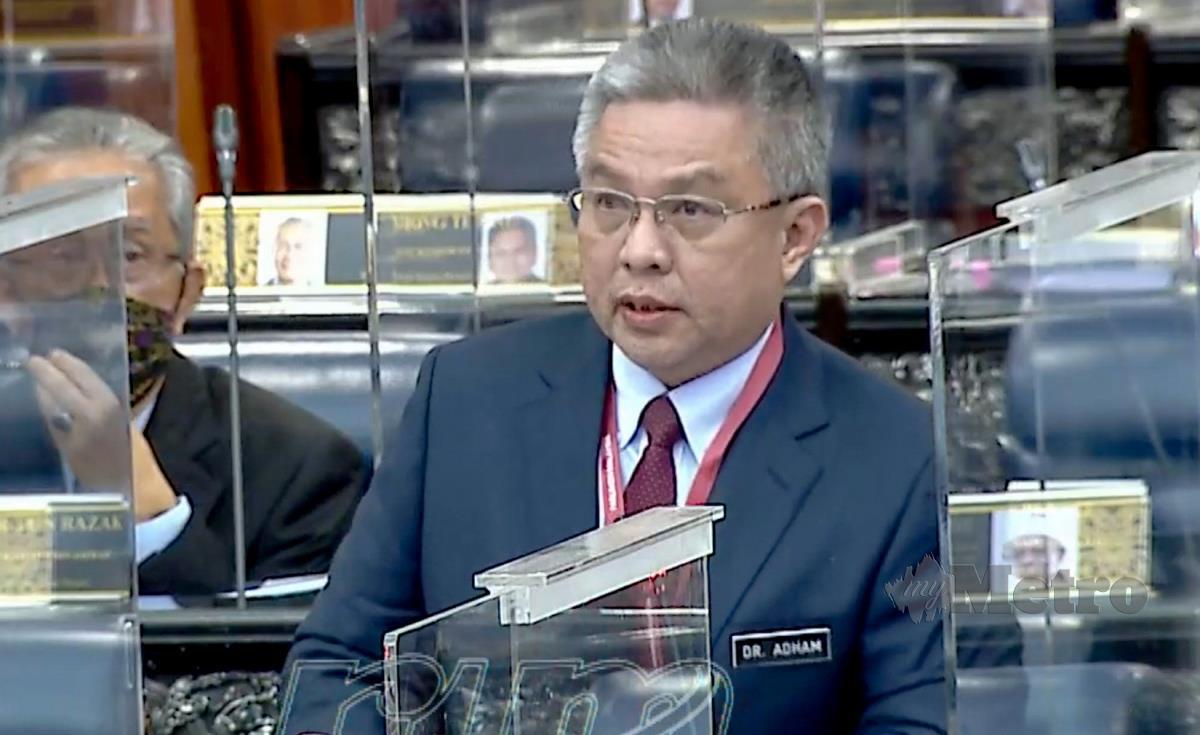 Menteri Kesihatan, Datuk Seri Dr Adham Baba ketika sidang Dewan Rakyat di bangunan Parlimen. FOTO ASYRAF HAMZAH