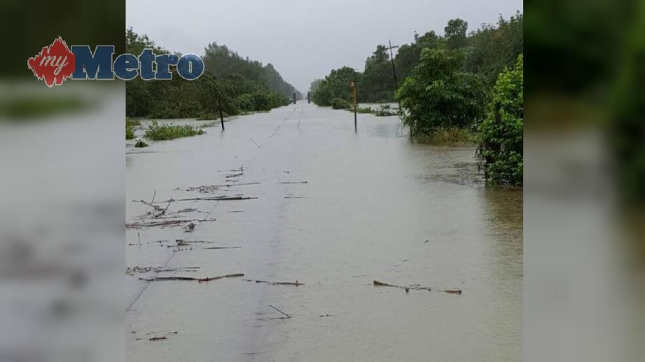 KEADAAN air di Kilometer 40 Tanah Merah-Pasir Mas yang menenggelamkan landasan kereta api. FOTO Ihsan KTMB