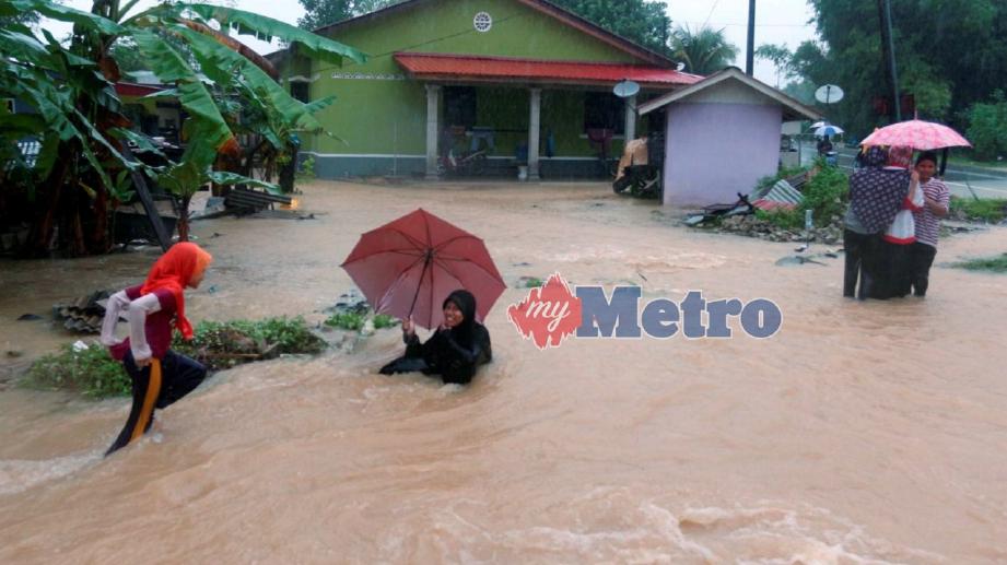 KEADAAN banjir di Kelantan. FOTO Faris Zainuldin
