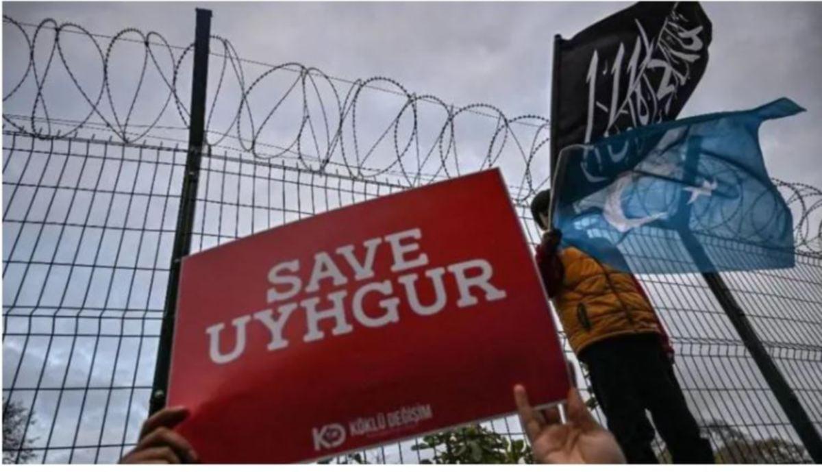 FOTO fail menunjukkan demonstrasi di Istanbul bagi membantah tindakan China terhadap etnik Uighur Muslim. FOTO AFP
