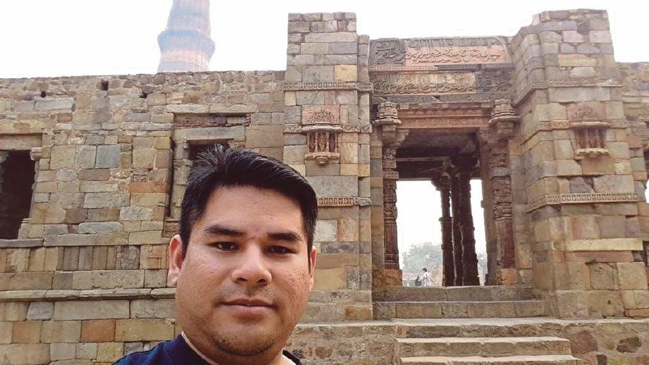 ANTARA tinggalan monumen yang terdapat di kawasan Qutub Minar yang dilawati.