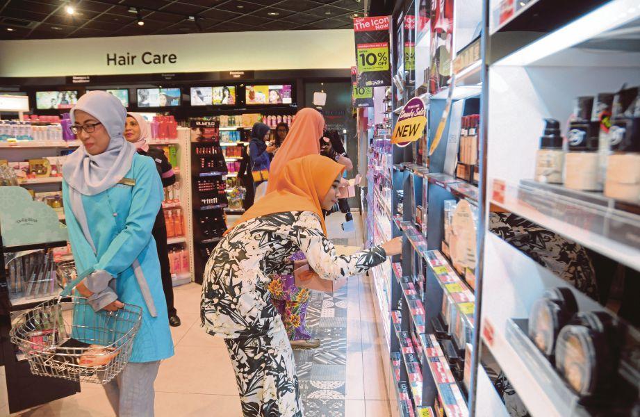 LEBIH  tiga juta pelanggan bakal menikmati tawaran dalam talian selain penghantaran percuma ke seluruh negeri di Malaysia.