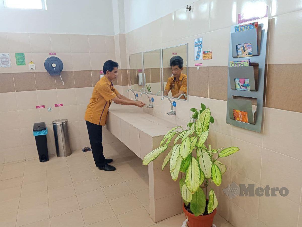 Keceriaan dan kebersihan tandas perpustakaan UITM Jasin. FOTO NAZRI ABU BAKAR