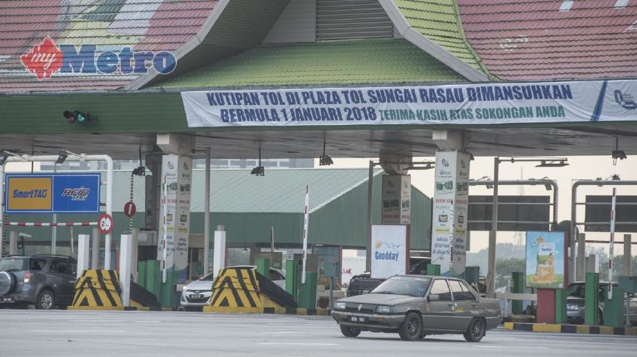 KEADAAN di Plaza Tol Batu Tiga, Shah Alam yang akan dimansuhkan pada 1 Januari 2018 bermula 12 tengah malam dan akan dijadikan sebagai Lebuhraya Persekutuan bebas tol. FOTO Muhammad Sulaiman
