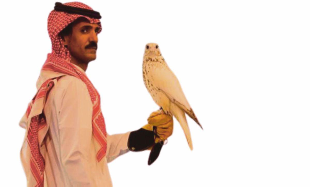 ANTARA burung helang yang dilelong pada acara berkenaan. FOTO TWITTER SPA
