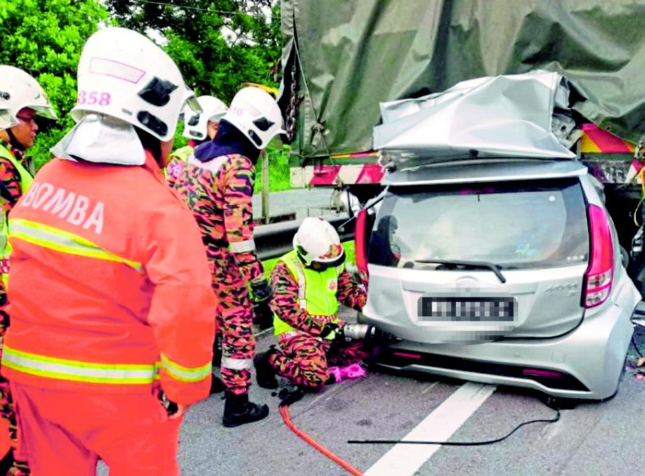 KIM maut selepas kereta dipandunya merempuh bahagian belakang sebuah lori di Kilometer 226.1 Lebuhraya Utara-Selatan arah utara.