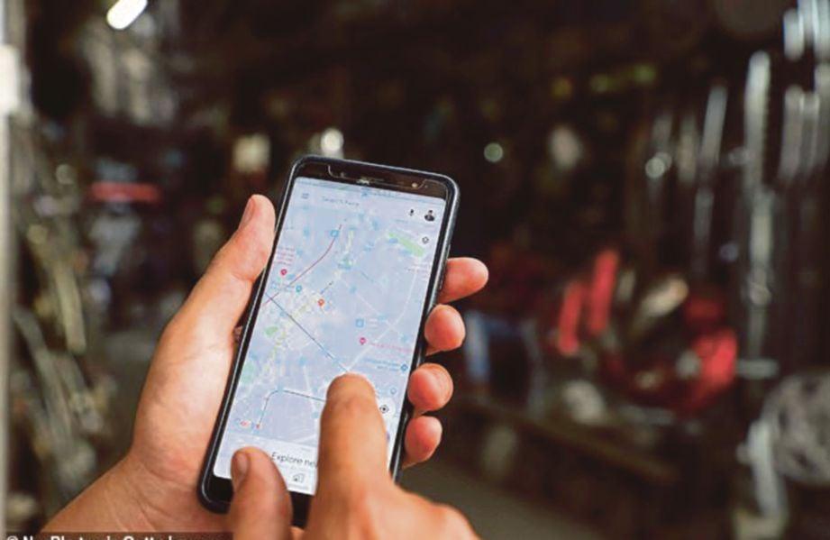 SATO turut menggunakan aplikasi Google Street View untuk menjejak rumah Ena. - Agensi