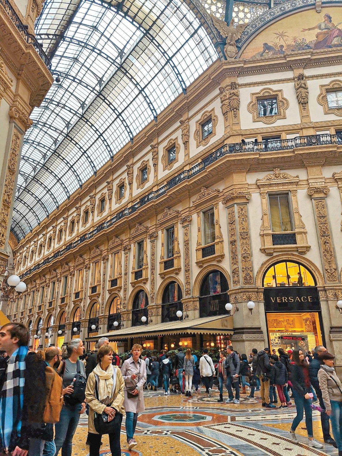 SUASANA dalam Galleria Vittorio Emanuele II.