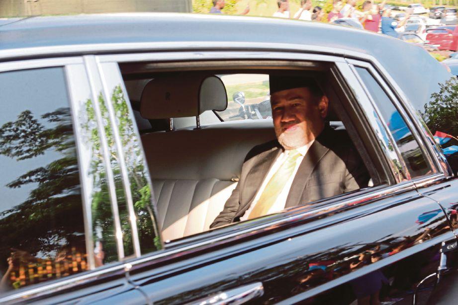 YANG di-pertuan Agong, Sultan Muhammad V adalah Pengerusi Lembaga Pengampunan.