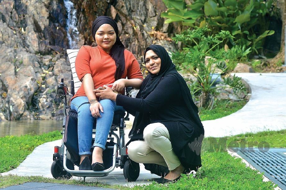 MIZA (kiri) bersama ibunya, Shakira yang sentiasa berada di sisi ketika dia memerlukan.