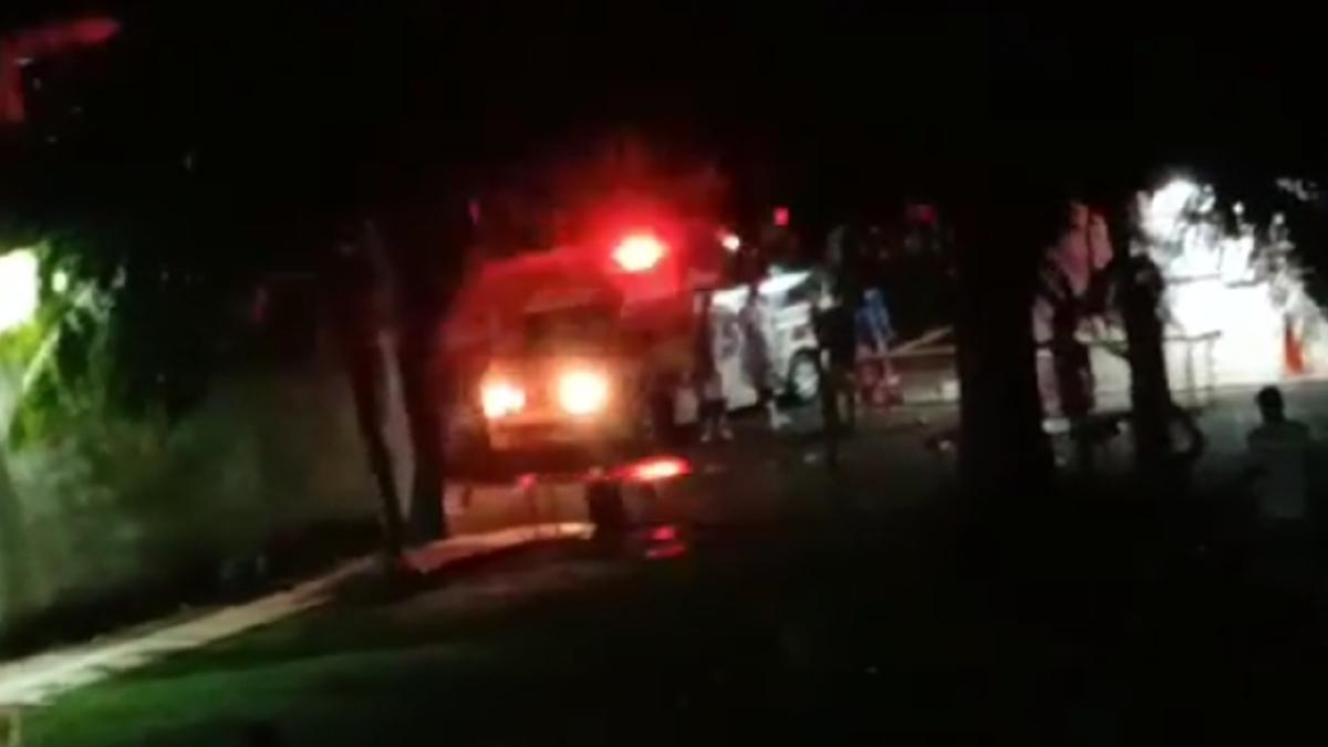 TANGKAP layar daripada video tular menunjukkan insiden berkenaan.