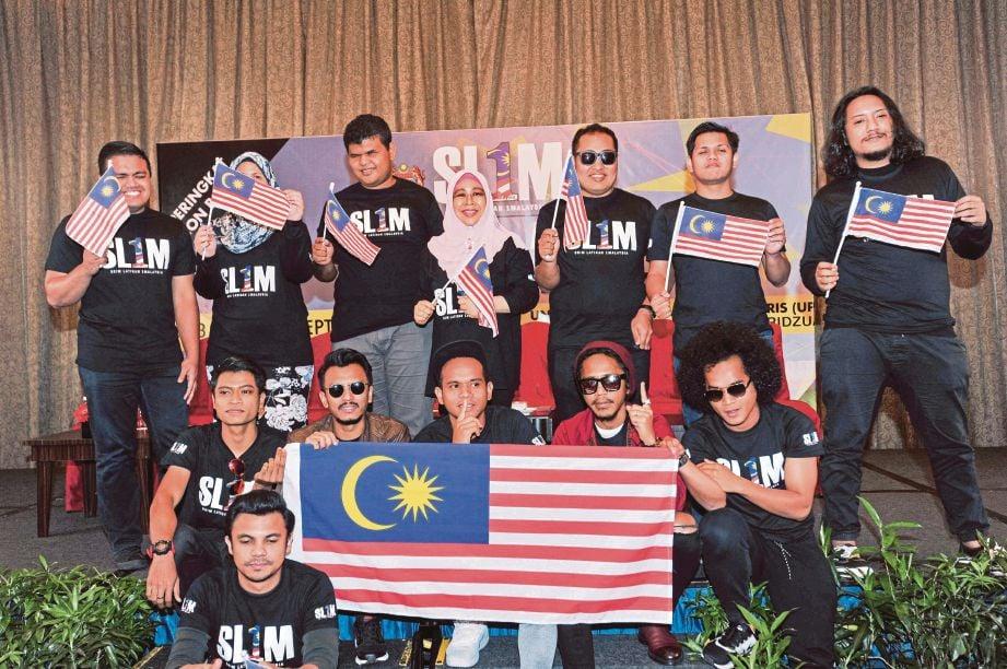 NORASHIKIN bergambar bersama selebriti terkenal yang akan mengadakan sesi motivasi dan berkongsi pengalaman dalam kerjaya pada 23 dan 24 September ini di  Tanjung Malim.
