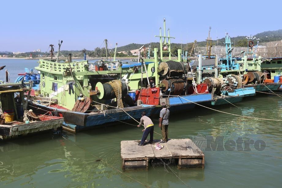 JETI pendaratan ikan di Kompleks LKIM  Tok Bali dikuasai bot asing dari Vietnam dan Thailand menyebabkan pemilik bot tempatan mengalami kerugian lebih 50 peratus sejak tiga tahun lalu.