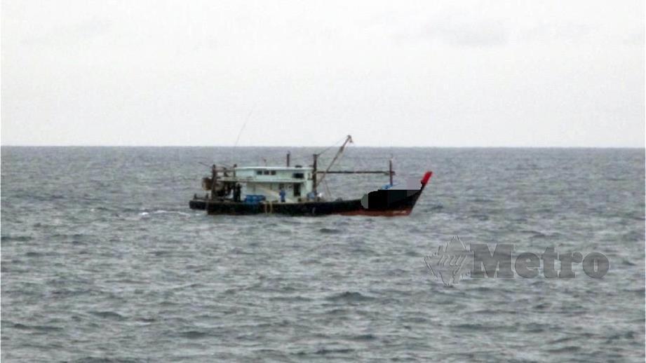 BOT  pukat tunda nelayan tempatan yang digunakan warga Indonesia. FOTO ihsan APMM