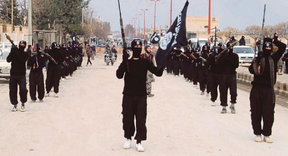 GAMBAR fail, militan Daish berarak di satu lokasi di Iraq. - Agensi