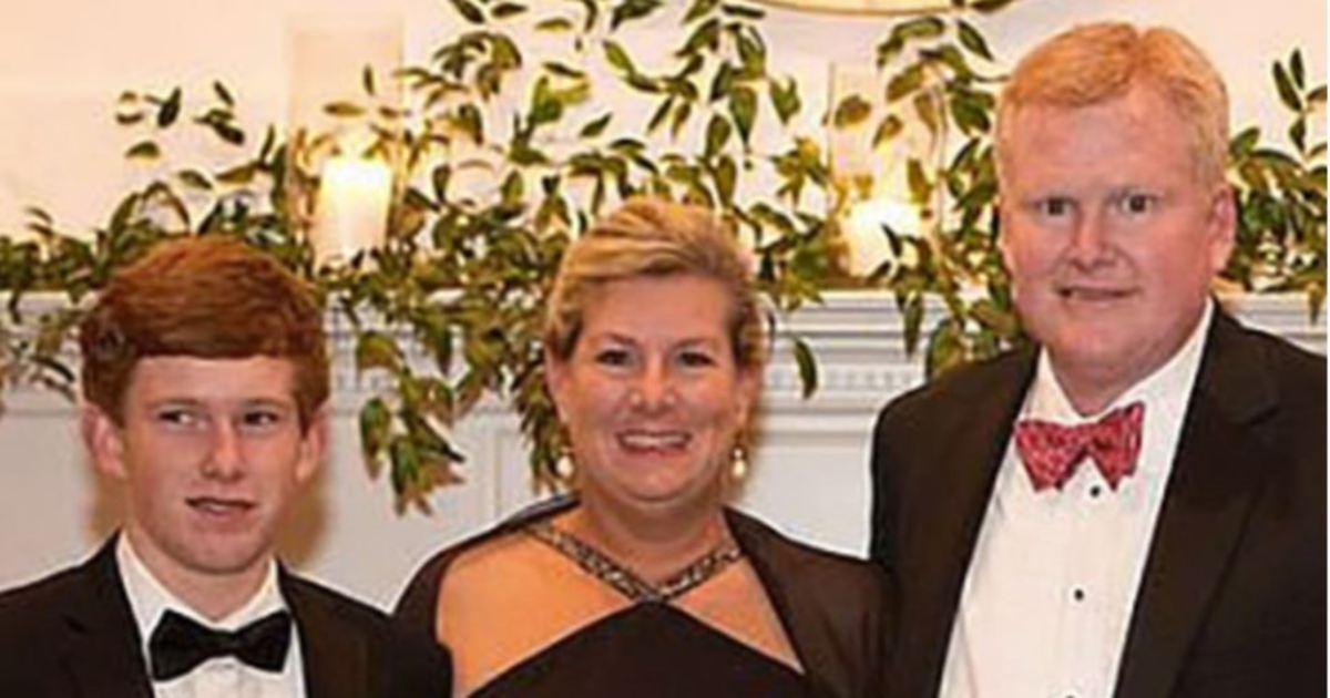 MURDAUGH  (kanan) bersama Maggie (tengah) dan Paul.