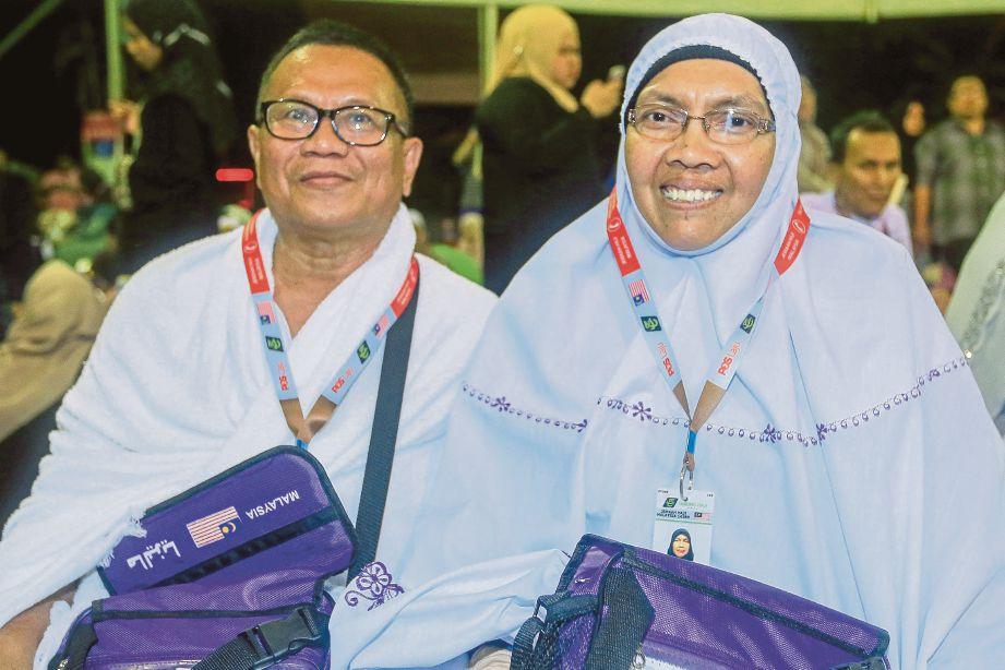 ISMAIL dan isteri, Noriah Ahmad Shuhaimi ketika ditemui di Kompleks Tabung Haji Kelana Jaya.