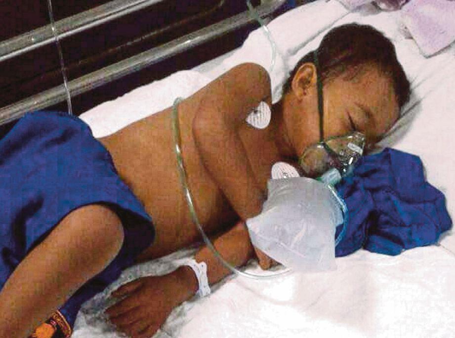 MOHD Amir Muaz mendapatkan rawatan di hospital.