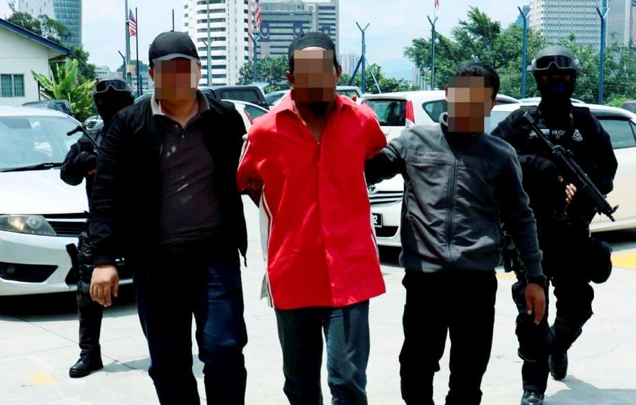 ANTARA lelaki tempatan yang ditahan kerana disyaki terbabit dalam aktiviti Daish dalam operasi berasingan dilakukan pada 8 hingga 10 September 2017. Suspek mempunyai hubungan dengan Al-Qaeda dan Kumpulan Pengganas Abu Sayyaf Group.