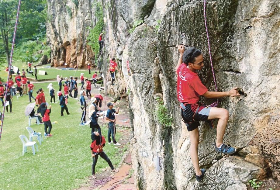 GUA Damai tawar lebih 100 laluan mendaki batu.
