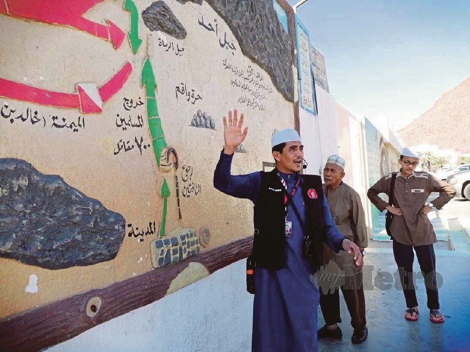 BADRUL menerangkan kepada jemaah berhubung sirah di sekitar Bukit Uhud.