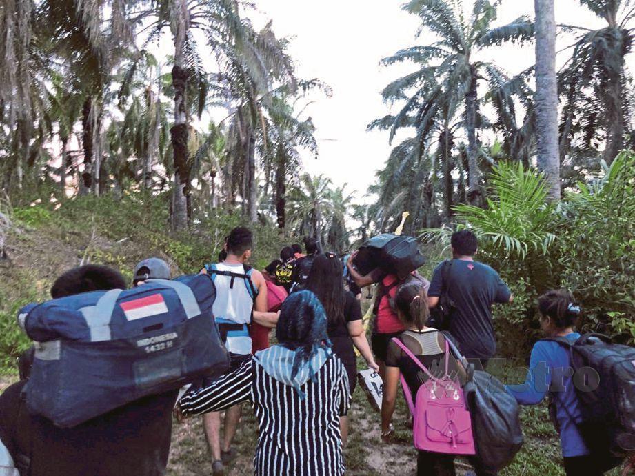 PENDATANG asing akan ditempatkan di pulau tidak berpenghuni jika berlaku cuaca buruk atau operasi pihak berkuasa.