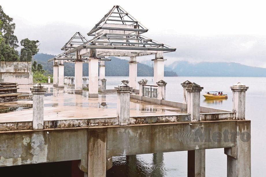 Projek pembangunan yang dibina sejak 2012 yang mencapai lebih 70 peratus sebelum terbengkalai.