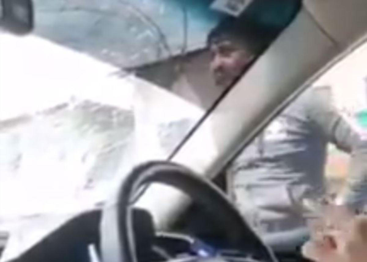 TANGKAP layar daripada video insiden itu yang tular di media sosial.
