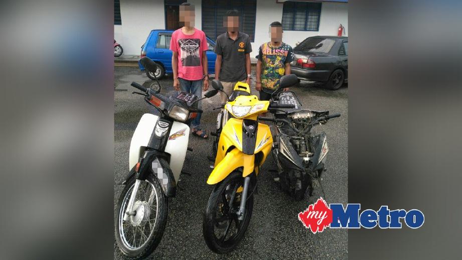 SUSPEK bersama motosikal yang dicuri. FOTO ihsan Polis