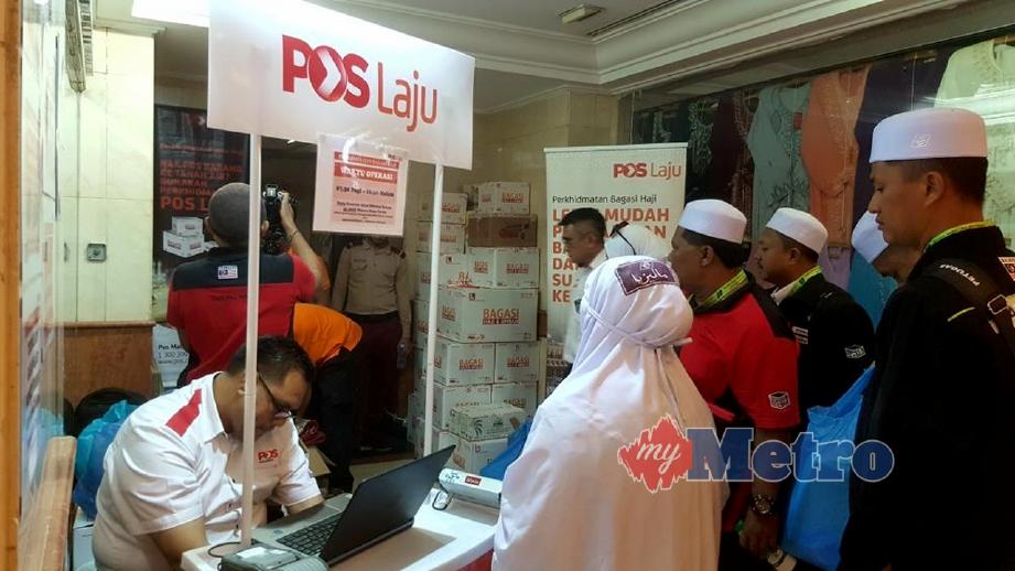 PETUGAS PosLaju di hotel Al-Haram, Madinah sibuk menguruskan penghantaran barangan jemaah haji Malaysia.