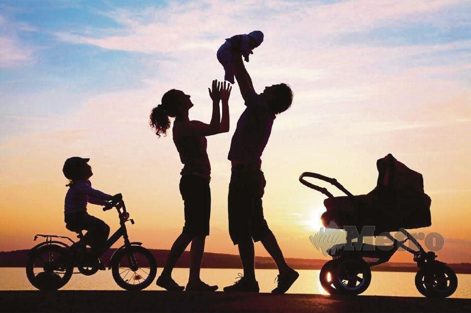 SETIAP ahli keluarga perlu sentiasa mengambil berat antara satu sama lain.