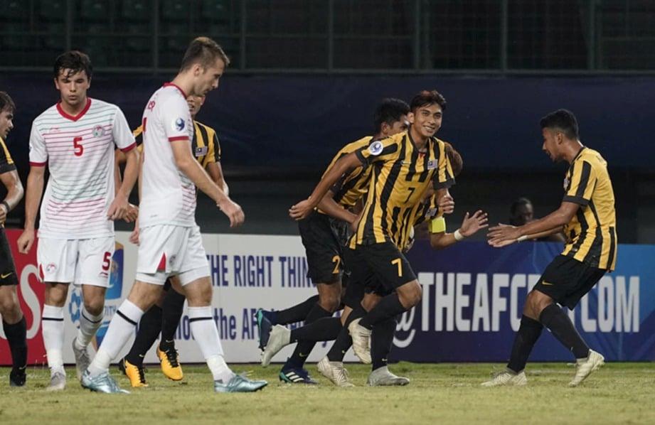 PEMAIN Malaysia meraikan jaringan ketika menentang Tajikistan di Bekasi, Indonesia. FOTO FB FAM.