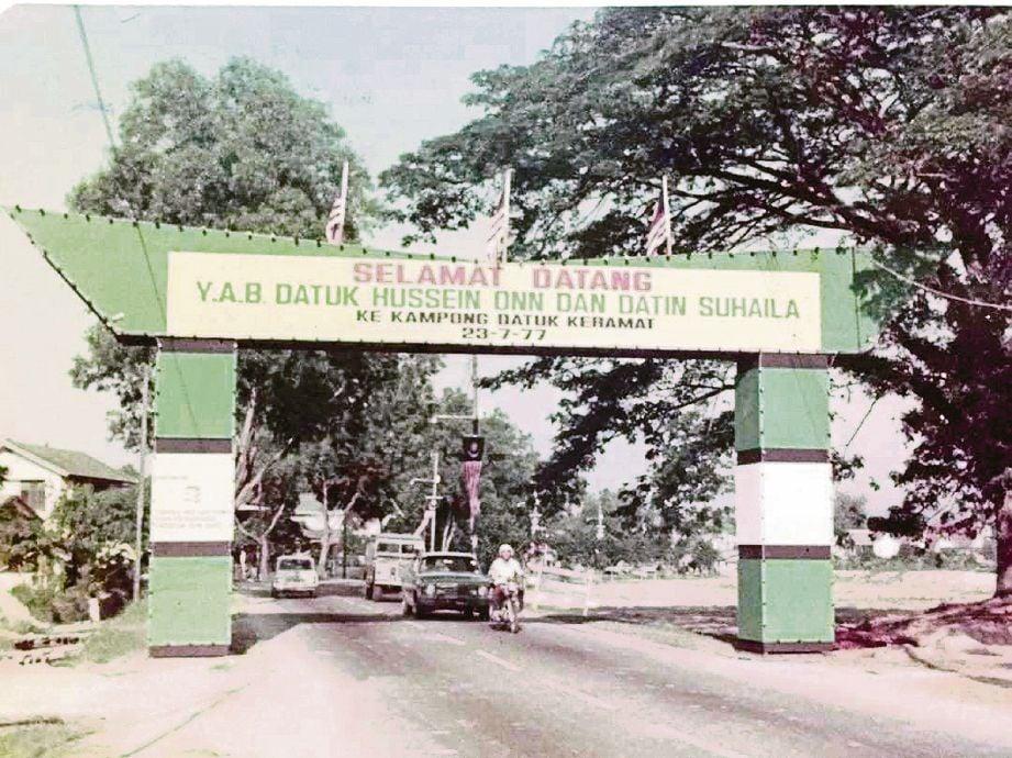 PINTU gerbang meraikan kedatangan Perdana Menteri ketiga, Tun Hussein Onn pada 1977.