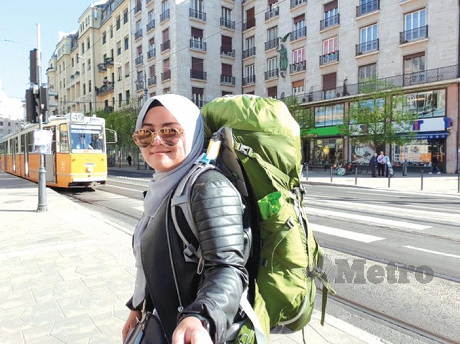 SUZAI Dathul memilih untuk melancong secara kembara beg galas untuk memudahkannya mengawal perbelanjaan dan jadual perjalanan.