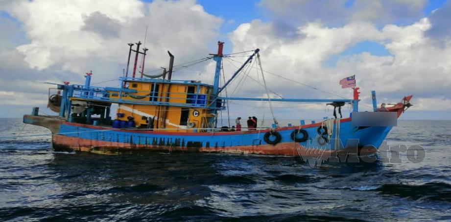 Satu daripada tiga bot yang dirampas. FOTO Ihsan CPS