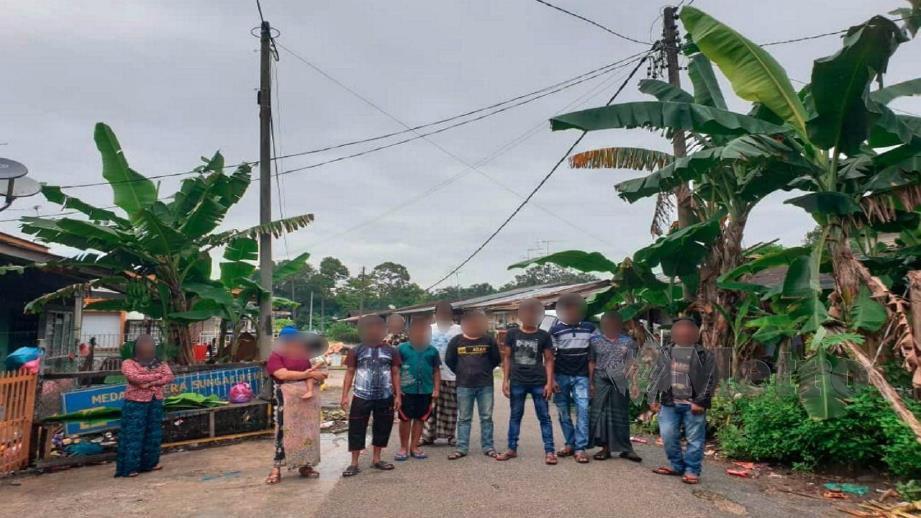 TINJAUAN kehidupan warga asing di Taman Aman, Kampung Makmur dan sekitar bandar Kota Tinggi. FOTO Mohd Azren Jamaludin