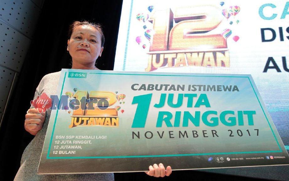 Hoo Mei Yoong, 43, dari Perak memenangi RM1 juta selepas membeli SSP BSN sejak 14 tahun lalu dengan simpanan RM15,000. FOTO Saddam Yusof