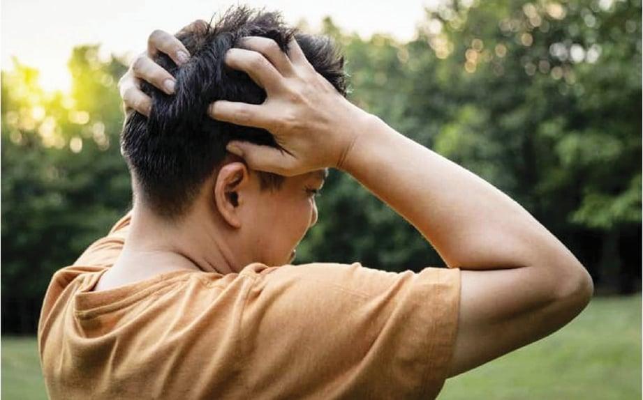PESAKIT mengalami sakit kepala.