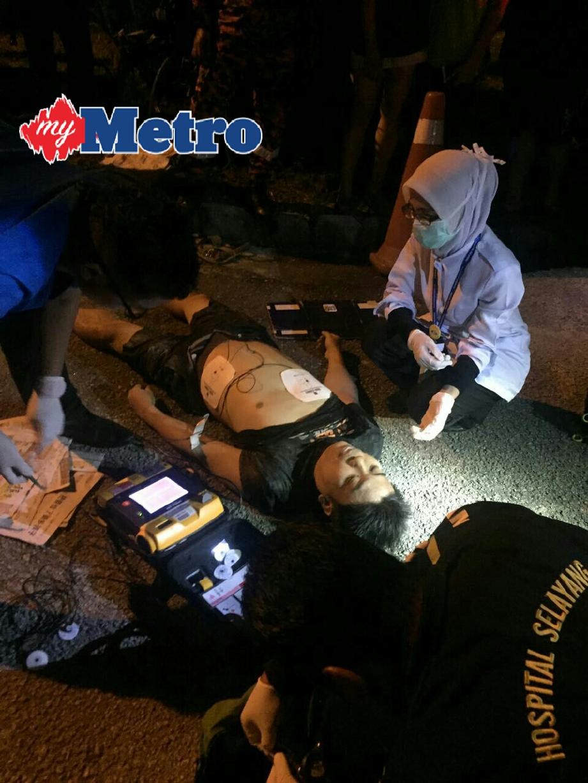 Lelaki yang ditemui tidak sedarkan diri diberi rawatan awal. FOTO ihsan bomba