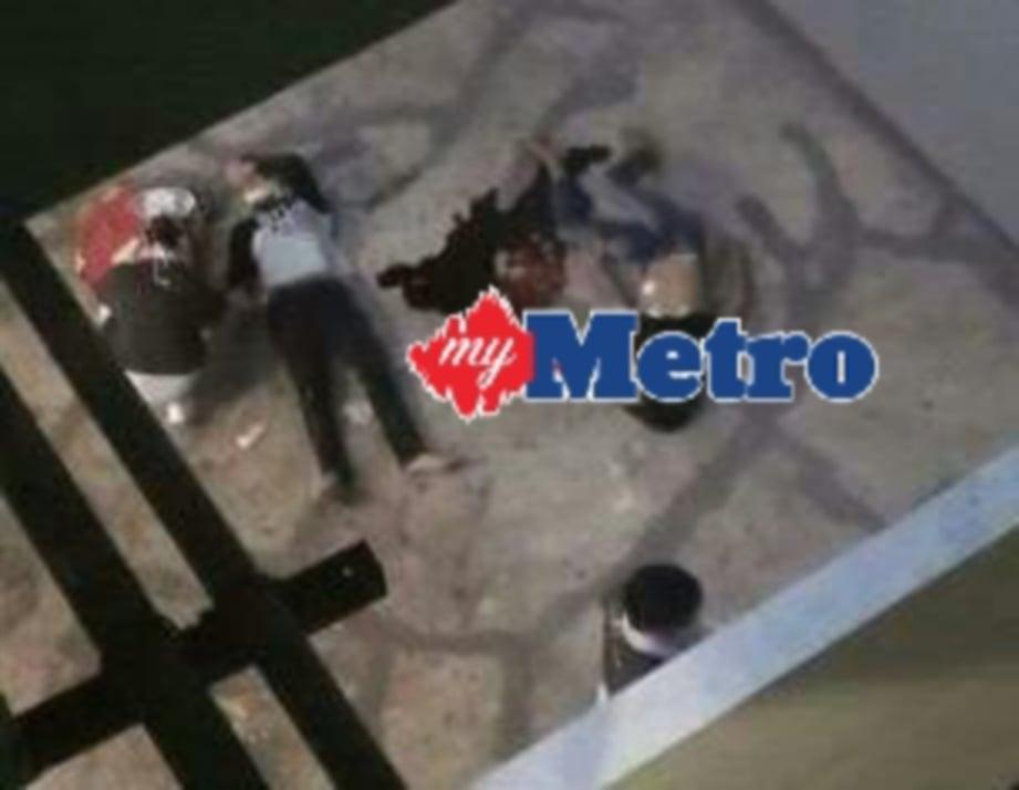 Keadaan dua remaja yang dipercayai terjatuh dari tingkat lapan bangunan Kompleks Api-Api Centre, Kota Kinabalu. Seorang maut, seorang lagi parah. FOTO Junaidi Ladjana