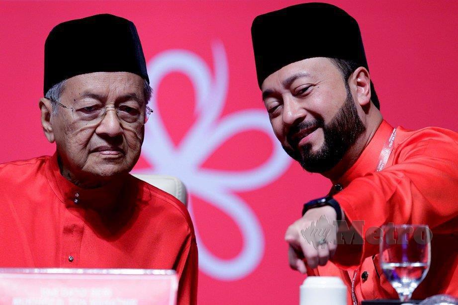 DR Mahathir dan Mukhriz. FOTO Arkib NSTP
