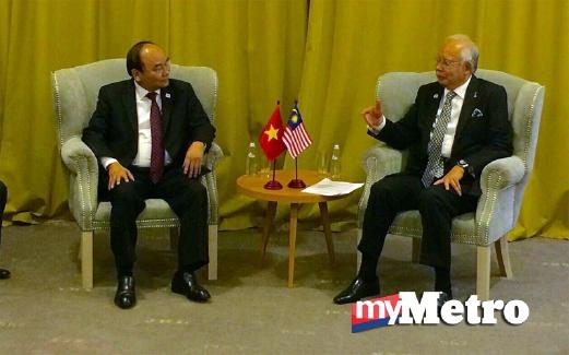 NGUYEN (kiri) bersama Najib. FOTO Mustapa Omar