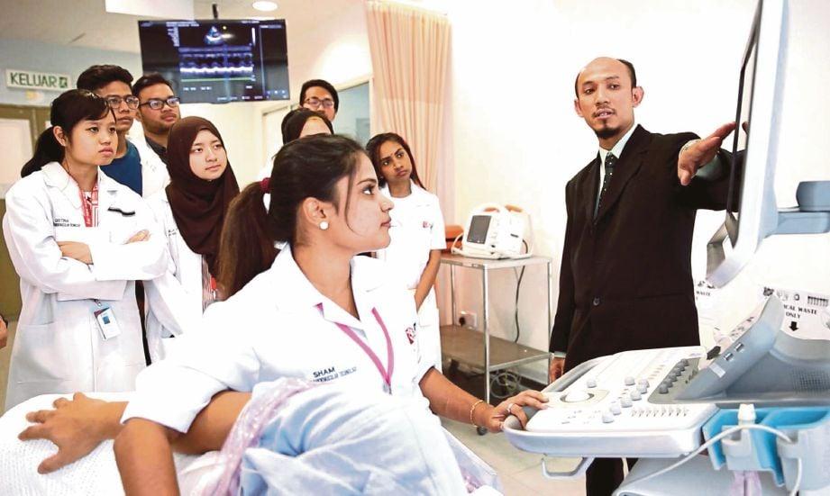 KELENGKAPAN teknologi terkini dan pensyarah berpengalaman membolehkan penuntut merasai dunia sebenar kerjaya bidang teknologi kardiovaskular.