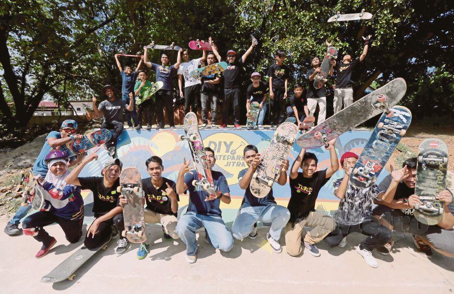 PESERTA yang menyertai Sukan Skateboard DIY di Pejabat Daerah Kubang Pasu.