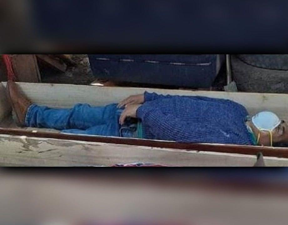 TORRES berbaring di dalam keranda, berpura-pura mati. FOTO Agensi