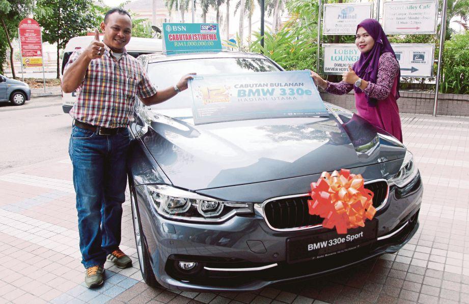 ABDUL Wahid dan Suhaila memenangi kereta BMW 330e dalam cabutan bulanan SSP BSN bagi Januari, semalam.