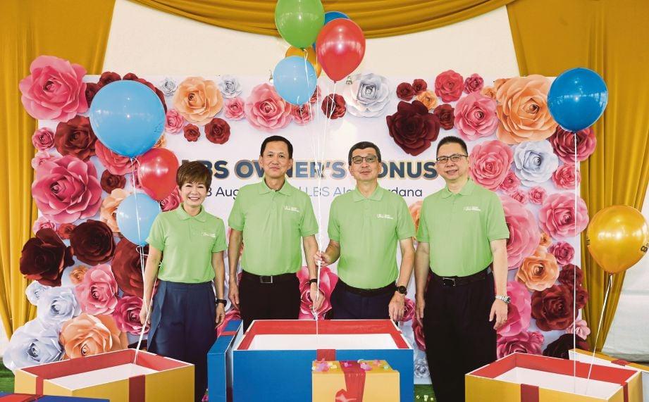 DARI kiri, Pengarah Eksekutif LBS Bina Group Berhad, Datuk Cynthia Lim Mooi Pang, Datuk Wira Joey Lim Hock Guan, Hock San dan Pengarah Eksekutif LBS Bina Group Berhad Datuk Alan Chia Lok Yuen pada majlis pelancaran Rentak Perdana, fasa ke-3 rumah teres mampu milik yang dibina LBS Group Berhad di Galeri Jualan LBS Alam Perdana, Puncak Alam.