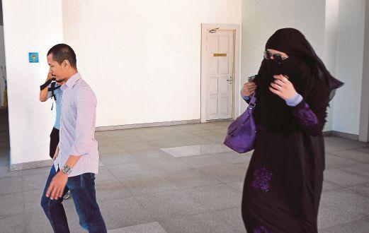 YATT Hamzah menfailkan permohonan cerai terhadap suaminya, Abd Mutalib di Mahkamah Rendah Syariah.