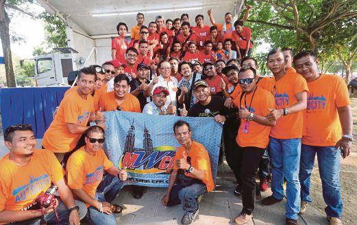 AHLI Skuad Muda 1JPJ berkumpul selepas majlis perasmian di Putrajaya.