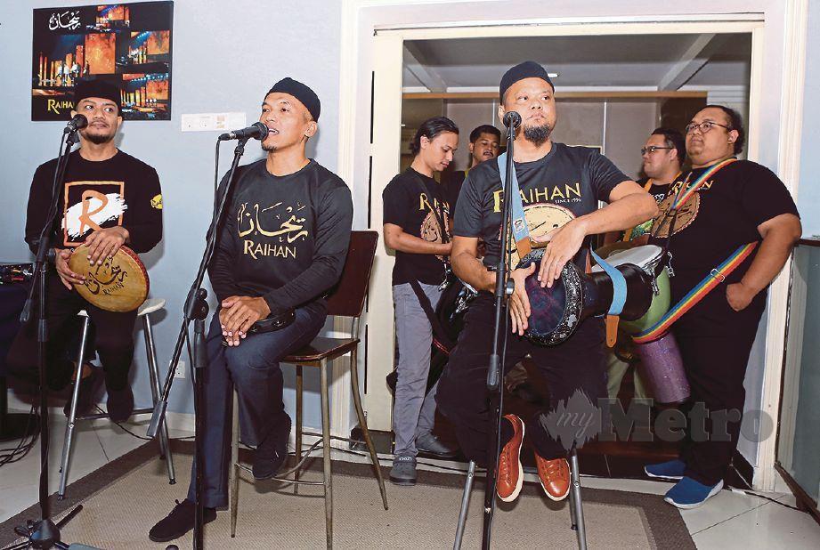 PERSEMBAHAN Raihan ketika bersama peminat di Rahsia Revealed, Kuala Lumpur. FOTO Amirudin Sahib